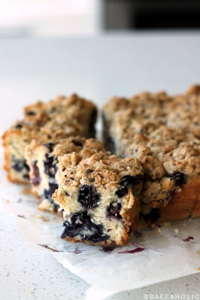 blueberry crumb cake // www.bakeaholic.ca