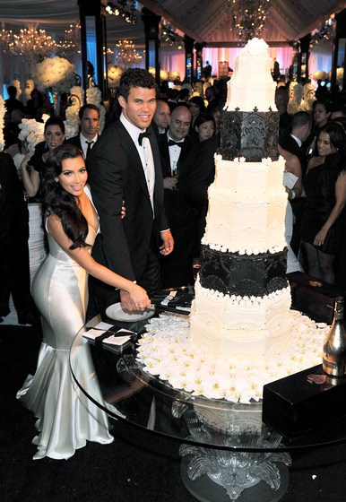 Wedding Cake Costs  4 Celebrity Cake Prices Over  10 000   BakeCalc Kim Kardashian and Kris Humphries wedding cake