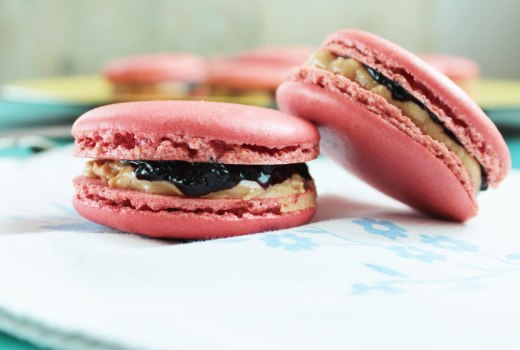 Macaron Peanut butter & jelly