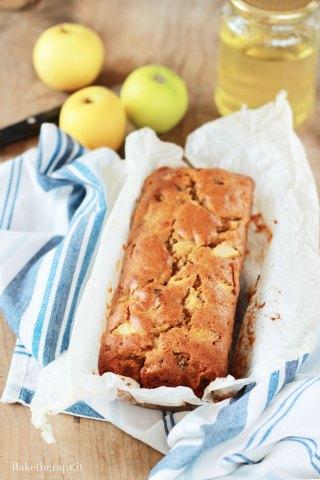 Plumcake alle mele con miele d'acacia e noci