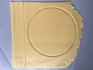 Lemon meringue tart - Sugar dough cutting