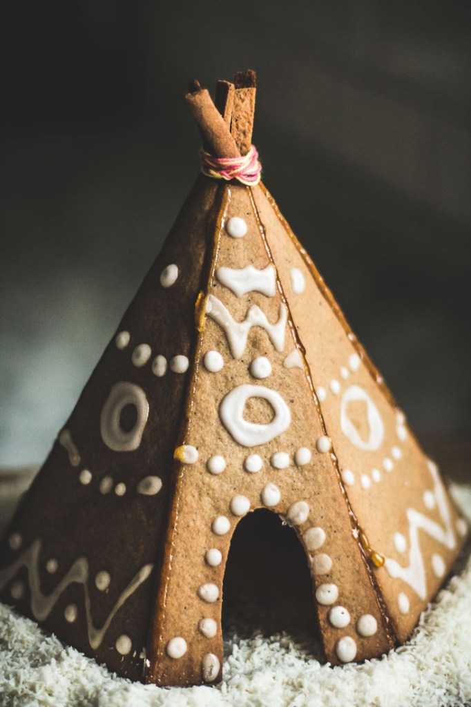 gingerbread house tipi-13