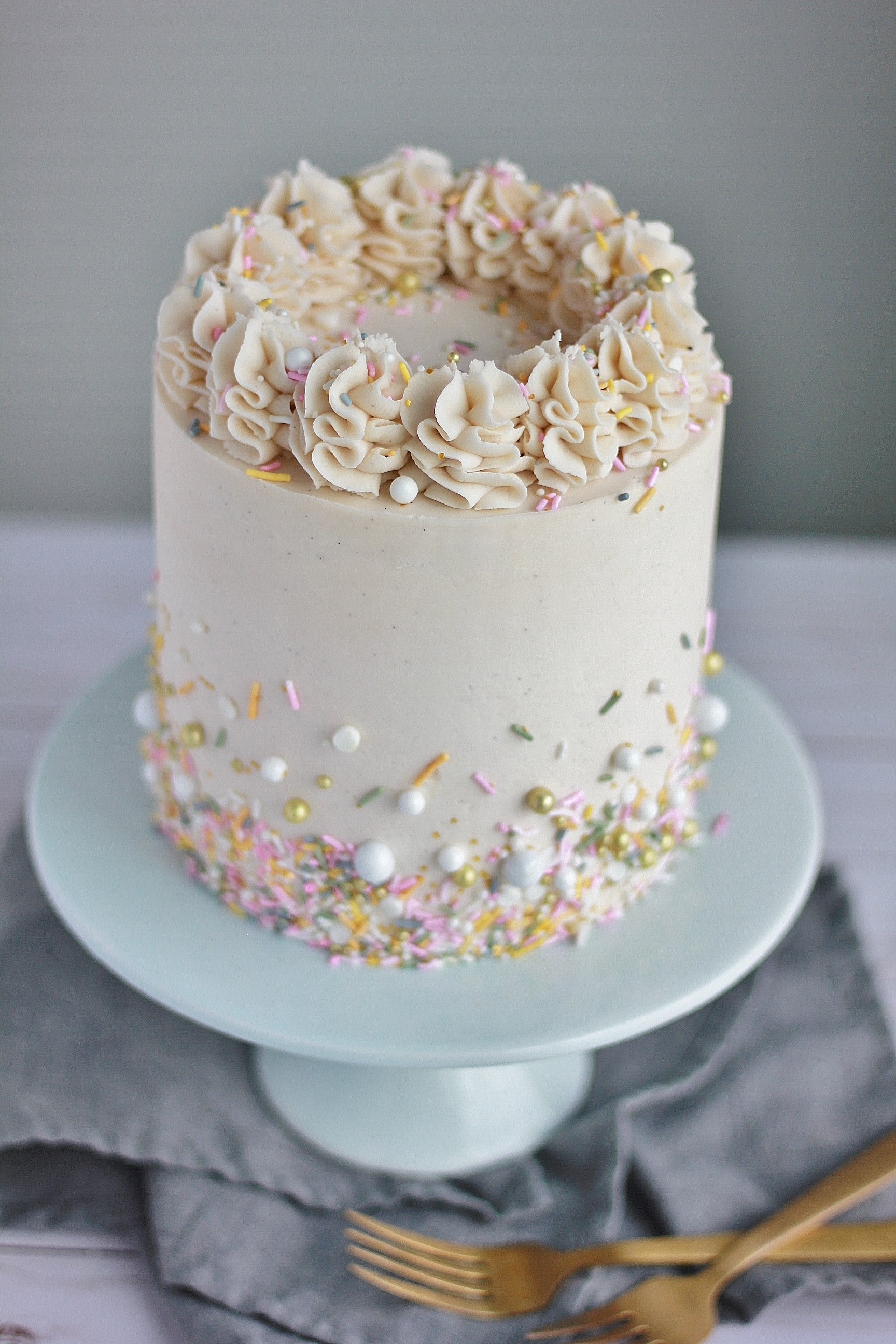 Vanilla Bean Buttercream Using Paste AND Creating An Almost Ice Cream Taste Along With The Classic American