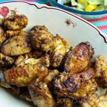 Cajun Chicken wings op een schaal