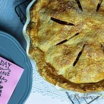 Apple pie op schaal met schotel