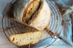 bierbrood op rooster aangesneden