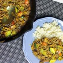 Snelle gehakt curry met witte rijst