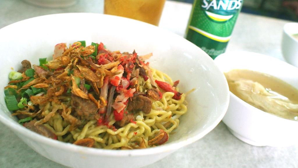 Bakmi_danau_toba_summagung_green_sands