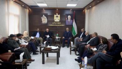 صورة مجتمعون: حل أزمة مستشفى الهلال بطولكرم حل وطني بصفته أحد أذرع المنظمة
