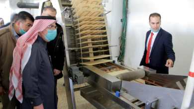 صورة العمادي يتفقد عددا من الشركات والمصانع المحلية في المنطقة الصناعية بغزة