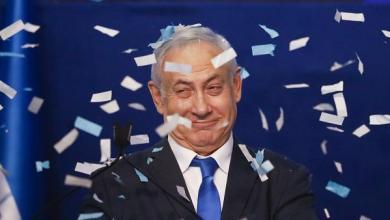 """صورة شاهد: نتنياهو يحتفل بانتصاره """"الكبير"""" في انتخابات الكنيست وغانتس يعترف بـ """"خيبة الأمل"""""""