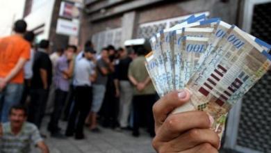 صورة مجلس الوزراء يعلن صرف رواتب الموظفين في الضفة وغزة