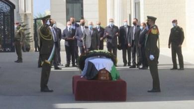 صورة بالفيديو: تشييع جثمان د. صائب عريقات من مقر الرئاسة بمدينة رام الله