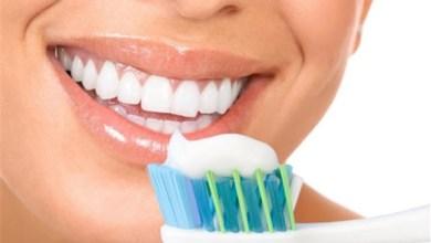 """صورة متى تنظف أسنانك صباحا؟ خبراء يحددون """"الوقت الأنسب"""""""
