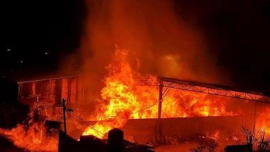 صورة أطقم الدفاع المدني تتعامل مع حريق كبير شمال قطاع غزة