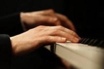 Klavier mit Händen