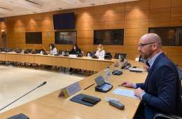 La Vicepresidencia de Derechos Sociales alcanza un acuerdo con las organizaciones empresariales y sindicales para mejorar la atención a la dependencia