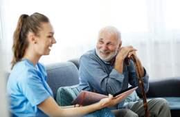 Cataluña incrementa las tarifas de los servicios de atención a los mayores