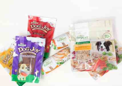 Orlando Lifestyle Blogger, Kristen from Balancing Pieces is sharing a review of the FreshPet dog food & rescue dog story.