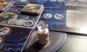Disponendo le quattro pietre magiche sui loro piedistalli potremo attivare un potere speciale: la Barriera Mistica!!! (richiede l'espansione White Moon)