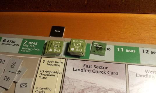 Il flusso della marea e delle truppe è semplificato dalla turn track. Su ogni counter a destra il turno di sbarco (l'unità di artiglieria è in ritardo, purtroppo per me!).