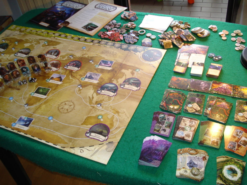 Il gioco necessita di grandi spazi per poter tenere tutte le carte a portata di mano.