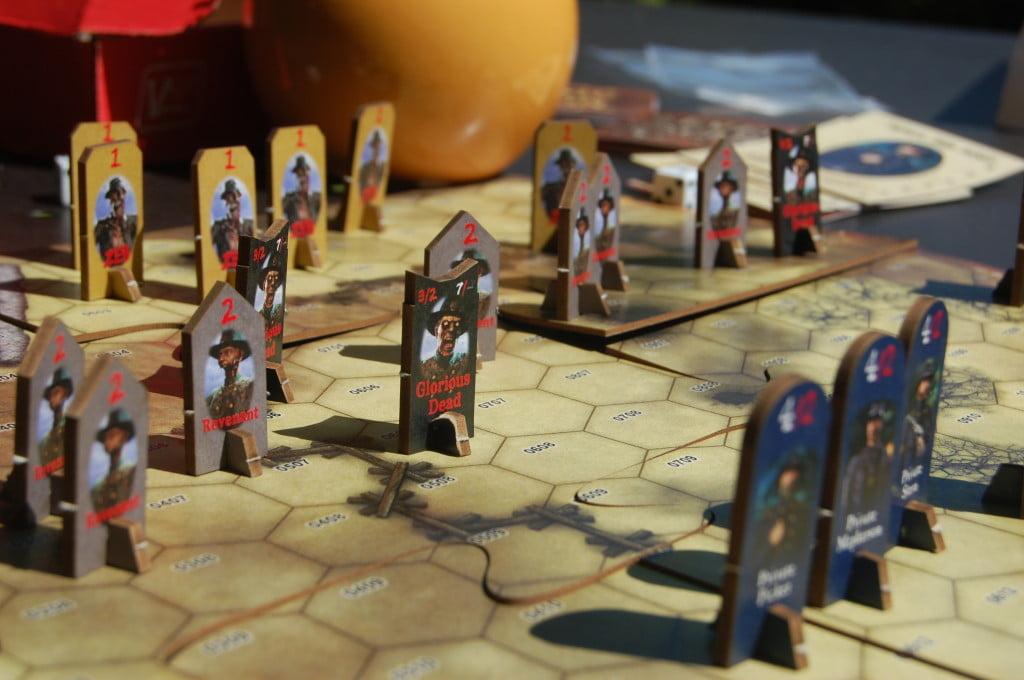 GLi Zombie iniziano quasi tutti al centro della mappa. PEr passare bisognerà chiedere permesso ...