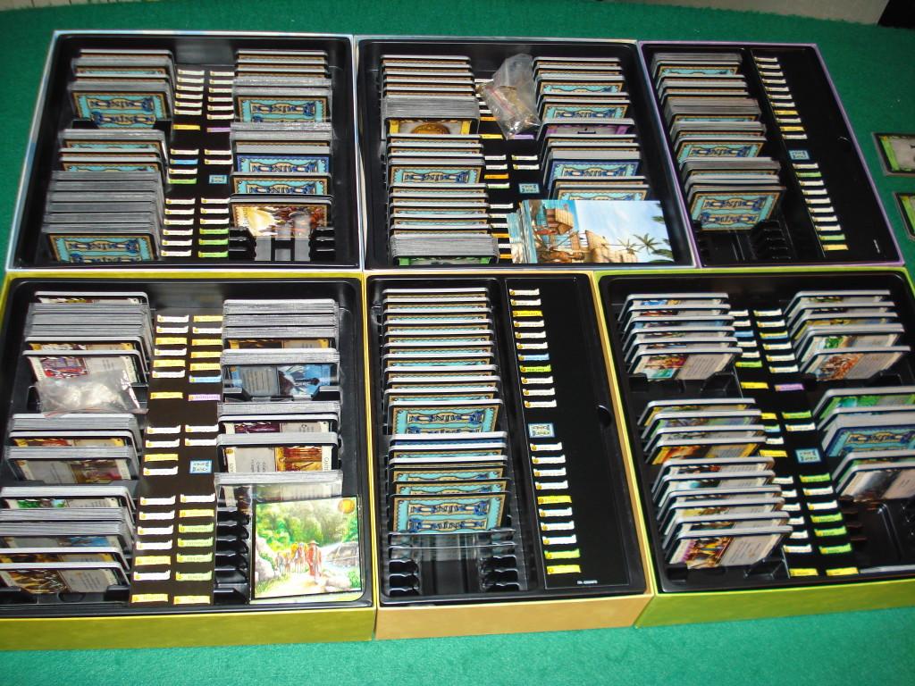 L'interno delle scatole: quante carte!