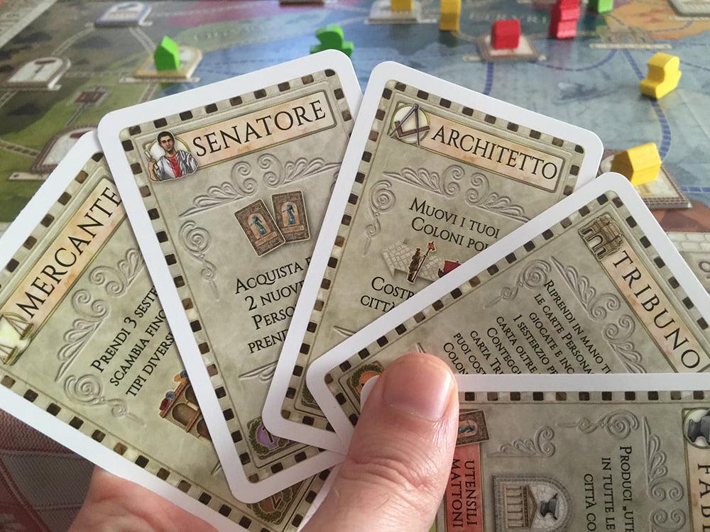 Se verrà calata la carta Tribuno, tutti i giocatori dovranno contare i punti finora guadagnati e i 2 in testa riceveranno un bonus.