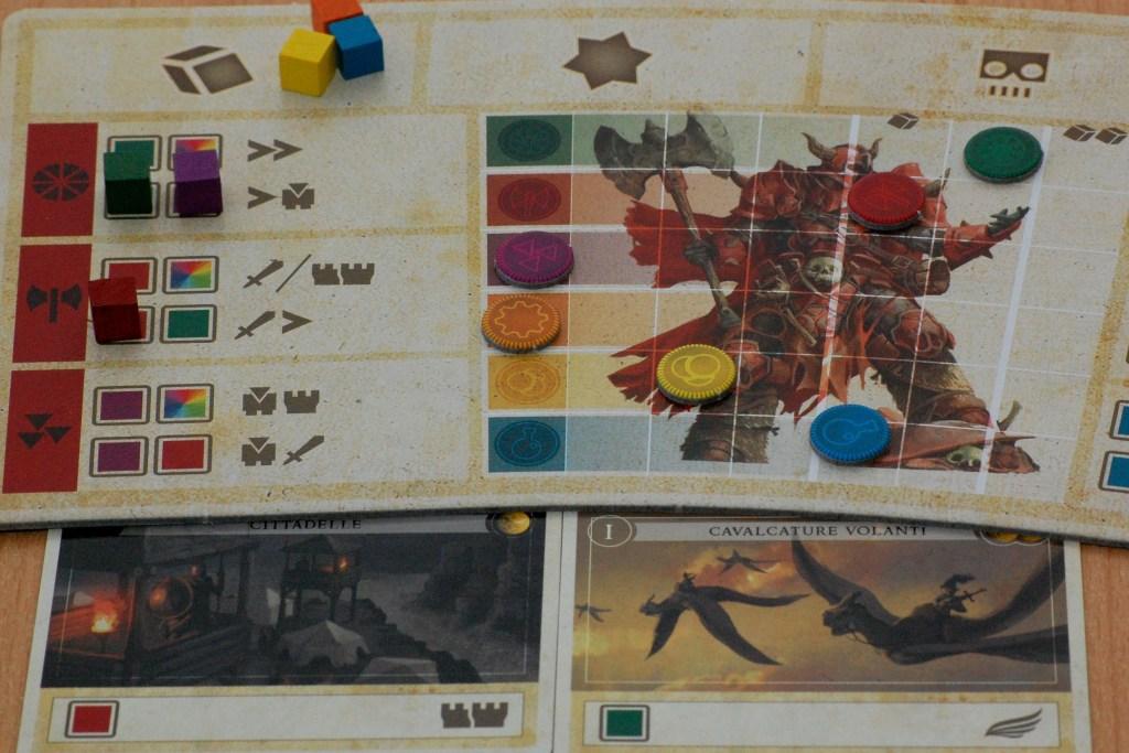 La plancia del giocatore. In alto a sinistra i tre cubetti che il giocatore dovrà spendere su qualche azione.