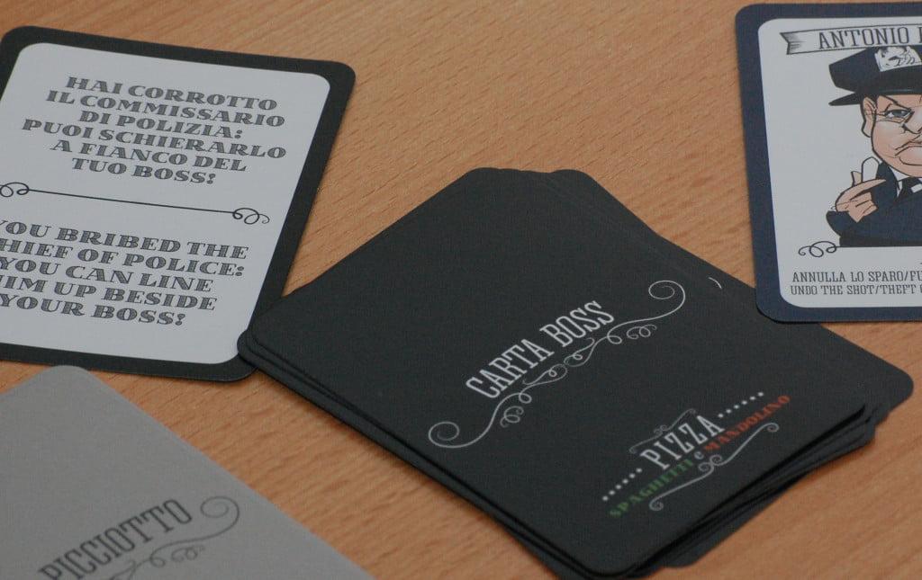 """Il poliziotto corrotto viene attivato da alcune carte """"Boss"""" e sono una specie di scudo agli attacchi neici"""