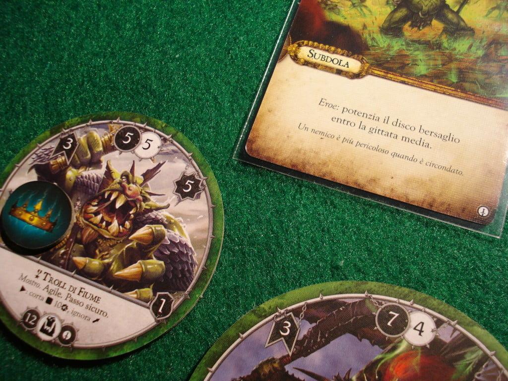 Le carte comando offrono anche abilità ed effetti utili... il nostro Troll di Fiume è appena stato potenziato!