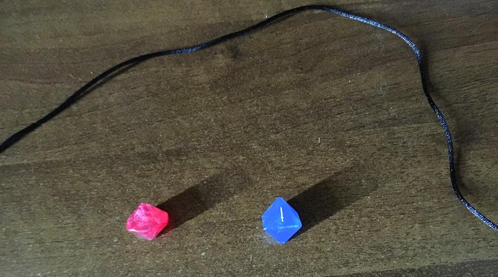 Il dado blu indica la spada: il giocatore può, quindi, sferrare il suo attacco!