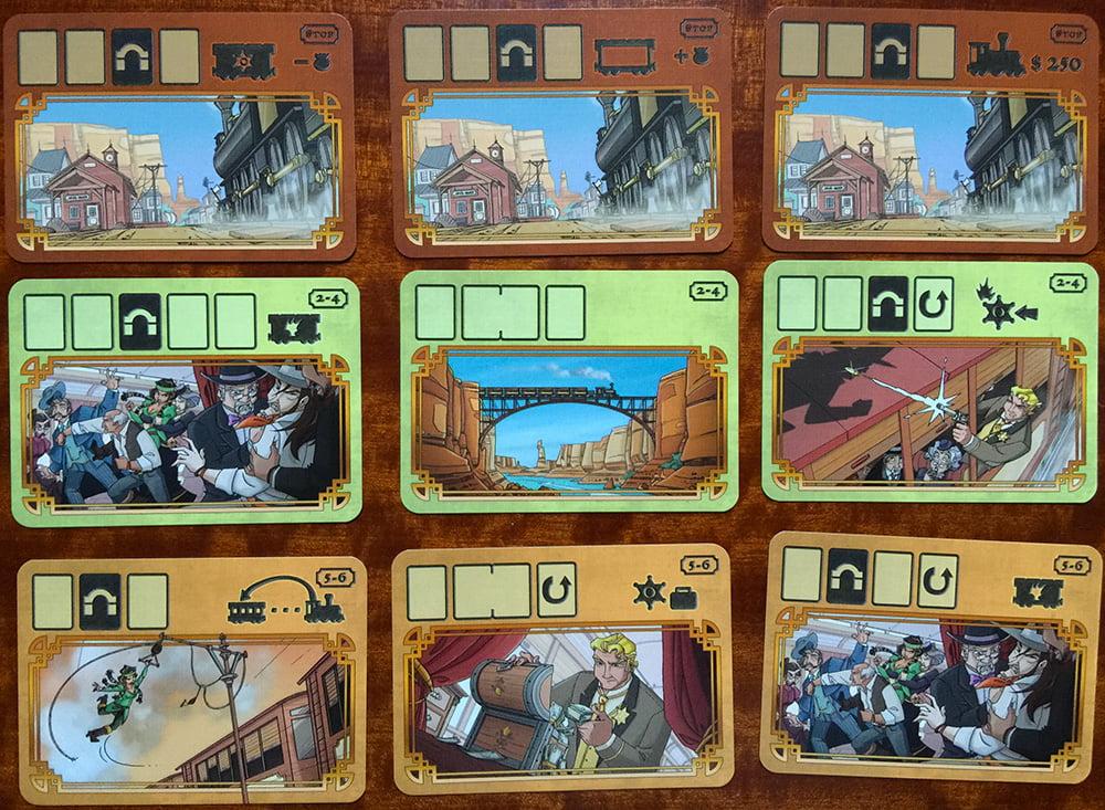 Alcuni esempi di carte Round: dall'alto verso il basso, una fila di carte Stazione, una di carte per 2-4 giocatori e una per 5-6 giocatori. Notate il numero variabile di carte che può prevedere ogni singolo turno.