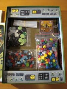 Ottimi materiali, forse un po' strane le monete di plastica...