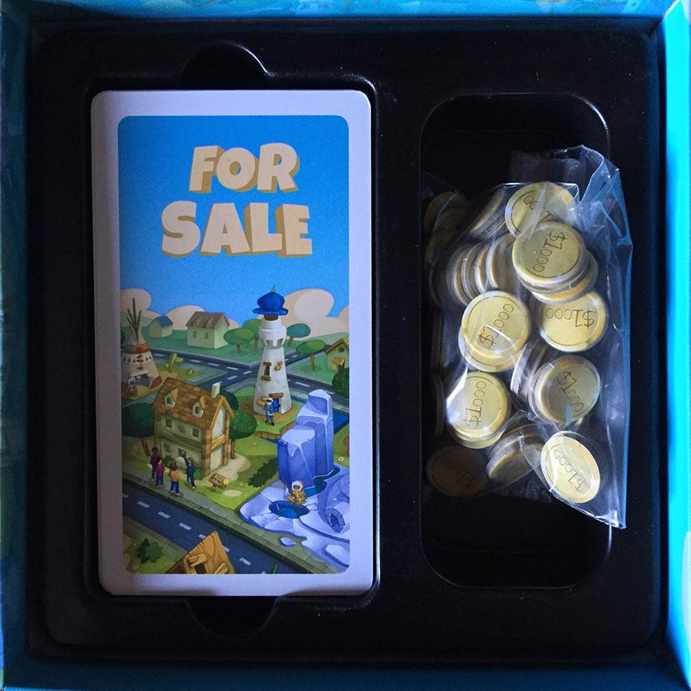 I due scomparti all'interno della scatola: noi abbiamo preferito raccogliere le monetine in una ziploc, just in case...