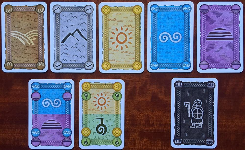 Le diverse tipologie di carte che compongono il mazzo di gioco: nella riga in alto,