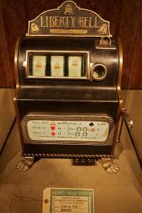 Una delle prime Slot Machine prodotte giunte fino a noi.