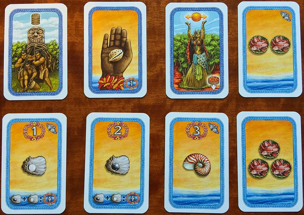 Le diverse tipologie di carte nei mazzi: Costruisci la statua, la Conchiglia, la Sacerdotessa, il Cestino di pesce da 2, la Perla bianca, quella nera, il Nautilo e il Cestino di Pesce da 3.