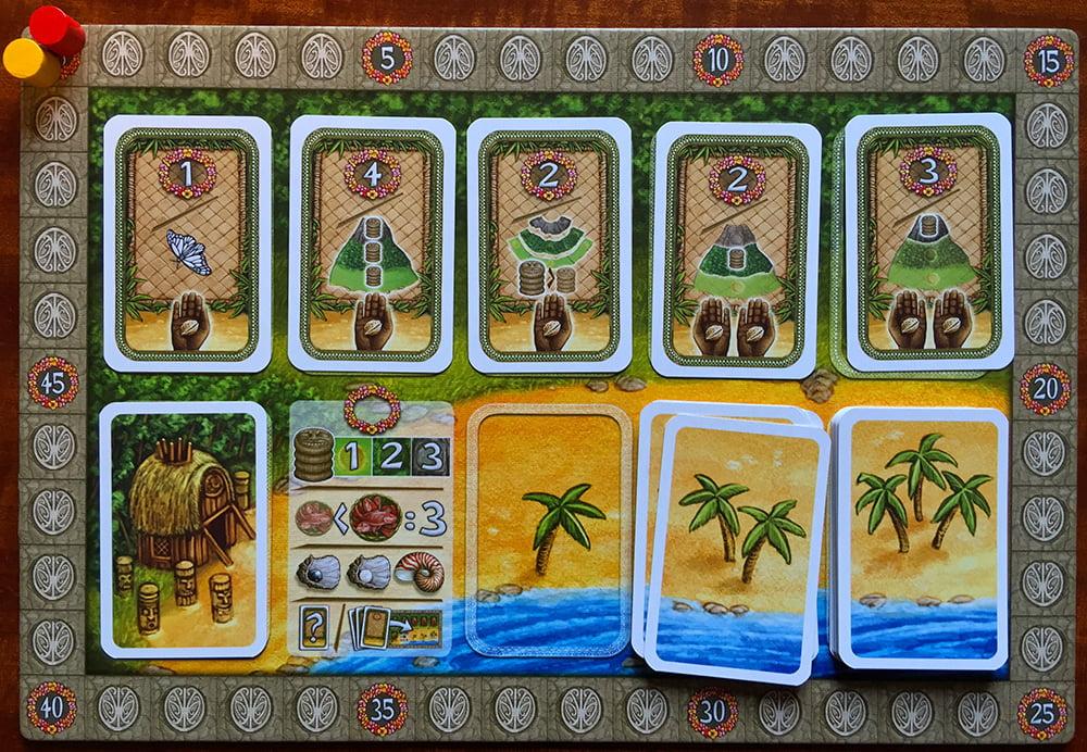 Le carte del primo mazzo sono esaurite, mentre sono rimaste le ultime del secondo: tra poco, appena queste finiranno, arriverà la prima eruzione. Notate bene che tra i bonus è stata acquistata soltanto la Sacerdotessa (in basso a sinistra).