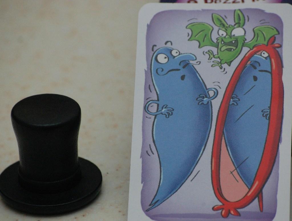 Il nero è il colore mancante ma il pippistrello è presente: il cappello è l'oggetto da prendere!