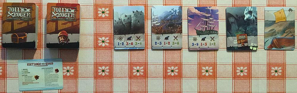Tutti e sette i mazzi sono stati mescolati e disposti al centro del tavolo: all'arrembaggio!
