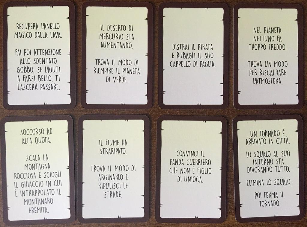 """Alcuni esempi di carte missione: come potete notare, gli spunti sono molteplici, dalla letteratura al cinema (riconoscete """"Sharknado"""" in basso destra?)."""