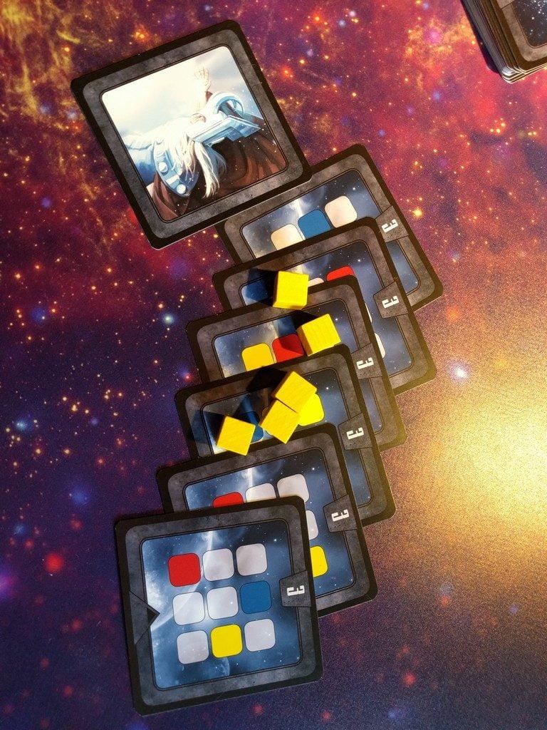 E' il momento della resa dei conti: sono finiti i cubetti gialli. basta sommare i punti fatti con le carte equilibrio ai cubetti... chi dominerà l'universo?