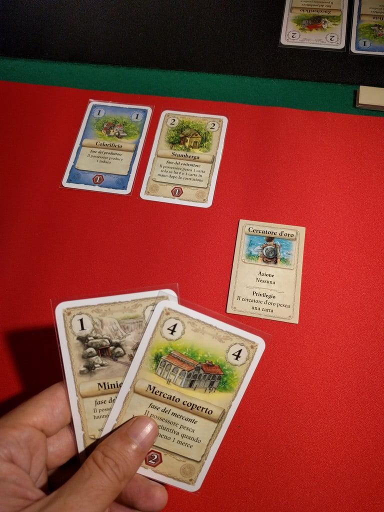 E' il giocatore rosso ora a dover scegliere una azione: la carta bonus del cercatore d'oro è quello che ci vuole.