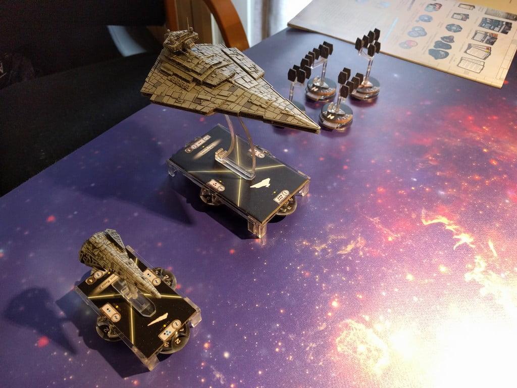 Il raider scorta in battaglia un possente Star Destroyer, accompagnato dagli immancabili caccia TIE