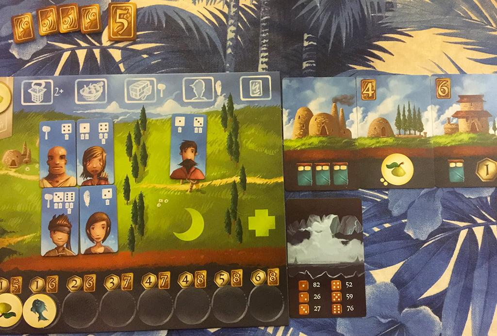 Il secondo edificio nella riga più in alto di questo giocatore gli permette di raccogliere due unità di frutta.
