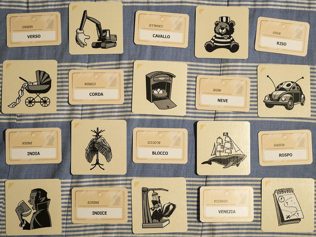 Le carte dei due giochi possono essere utilizzate contemporaneamente per creare reticolati ancora più divertenti e intricati!