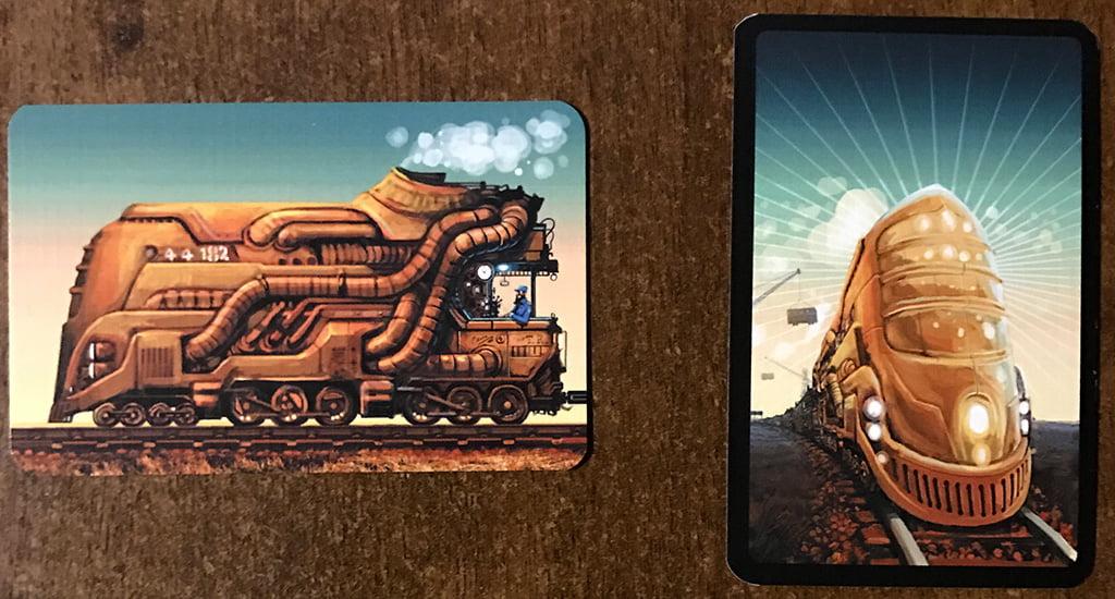Le due tipologie di carte: a sinistra la locomotiva e a destra il vagone (anche se sul dorso ha una motrice).