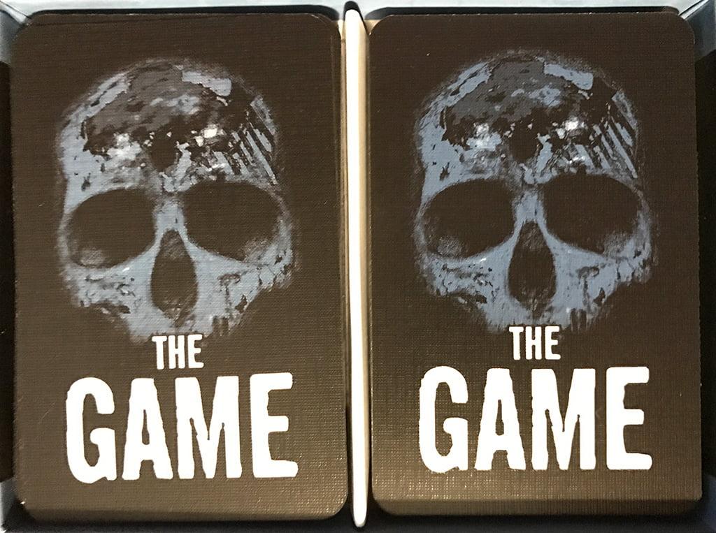 L'interno della scatola sembra lo stesso, e anche questa volta non illudetevi di imbustare le carte!